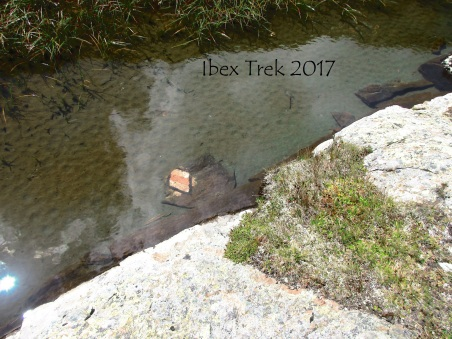 Même sous l'eau, le sentier est balisé