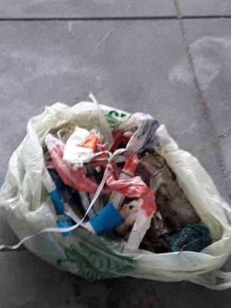 Un sac bien rempli d'ordures!