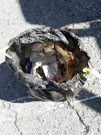 Un 2ème sac rempli d'ordures!