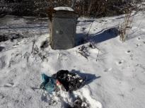 Deux sacs à poubelle cachés sous la neige!